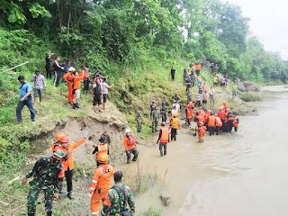 Tim Gabungan Temukan Jenazah Pelda Eka Budi di Sungai Korban Laka KA Brantas disragen