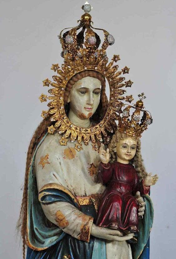 A 'Virgem Milagrosa', ou Mater Boni Consilii, de Badoc, Filipinas, chegou boiando milagrosamente pelo ma num caixa