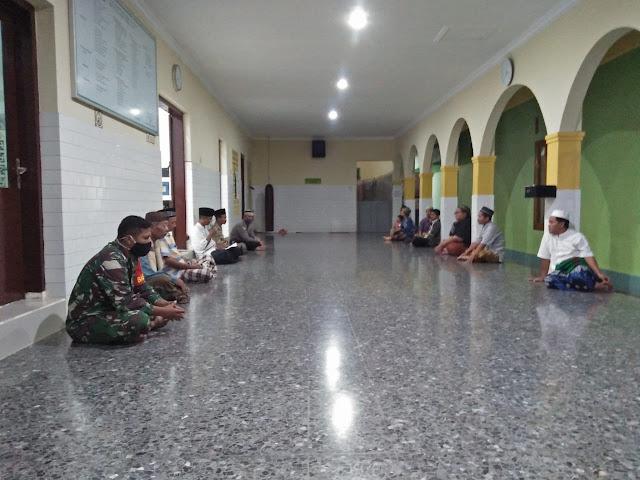 Babinsa Bersama Bhabinkamtibmas Tegalrejo Silaturahmi Bersama Pengurus Masjid Batur