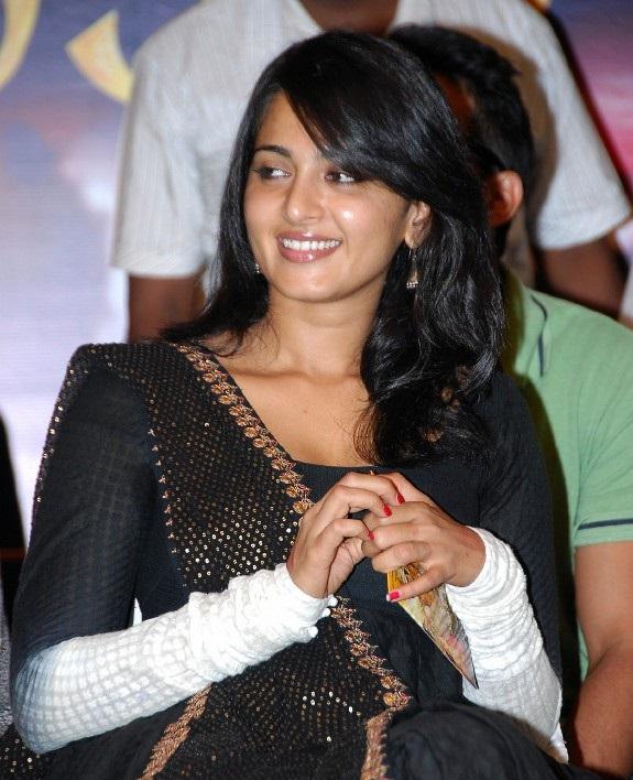 Anushka Shetty Beautiful Photos In Black Dress