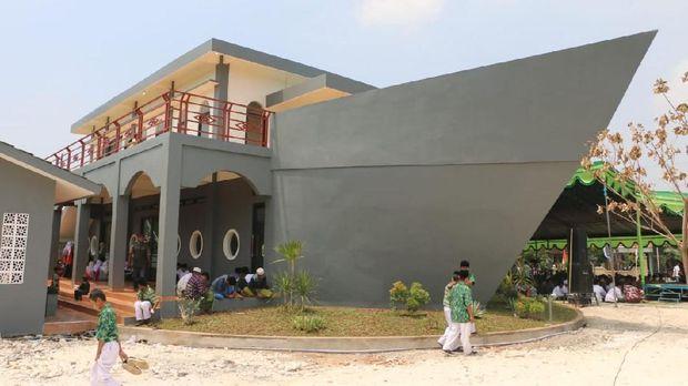 Unik, Masjid ini Dibuat Menyerupai Perahu, Ternyata ini Maksudnya