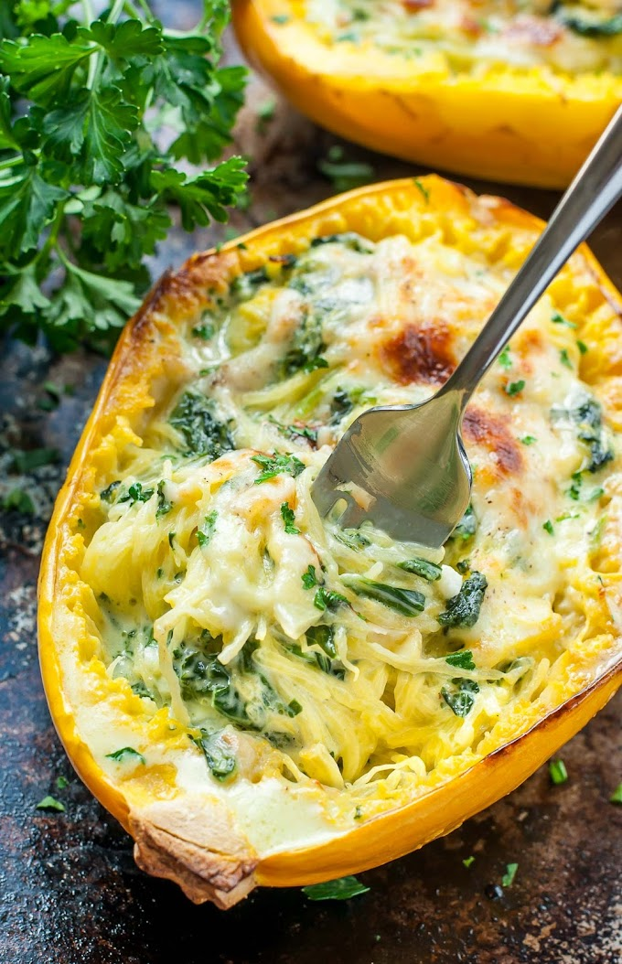 CHEESY GARLIC PARMESAN SPINACH SPAGHETTI SQUASH #vegan #vegetarian #parmesan #spaghetti #garic