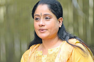 Popular-Heroin-Vijayashanthi-Remuneration-For-Sarileru-Neekevvaru-Movie-Andhra-Talkies