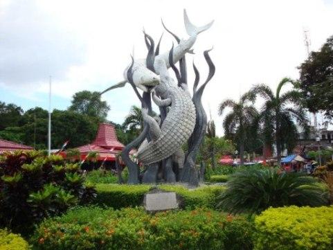 Tempat Wisata Di Surabaya  Patung Surabaya Suro dan Boyo