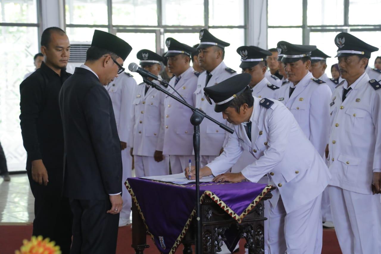Bupati Way Kanan Melantik 30 Orang Penjabat Kepala Kampung