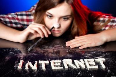 http://1.bp.blogspot.com/-Y9hXq3uqOtw/VAuudoF3UxI/AAAAAAAB3VI/7jQdSKlf8YA/s1600/o-internet-addiction-facebook.jpg