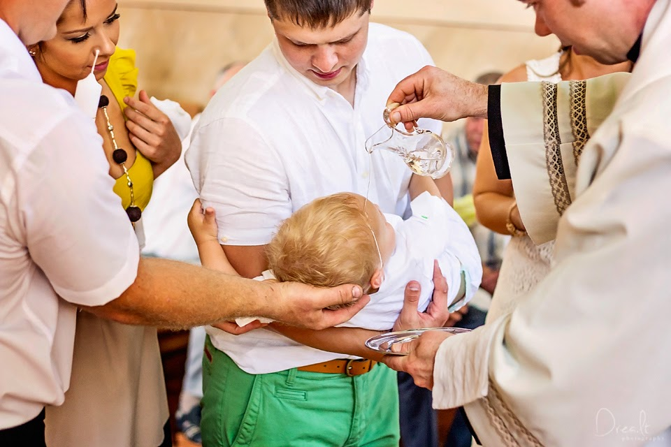 Krikštynų ceremonijos eiga. Vandens pylimas