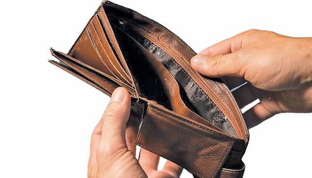 Ένα στα δύο νοικοκυριά βγάζει τον μήνα με δανεικά