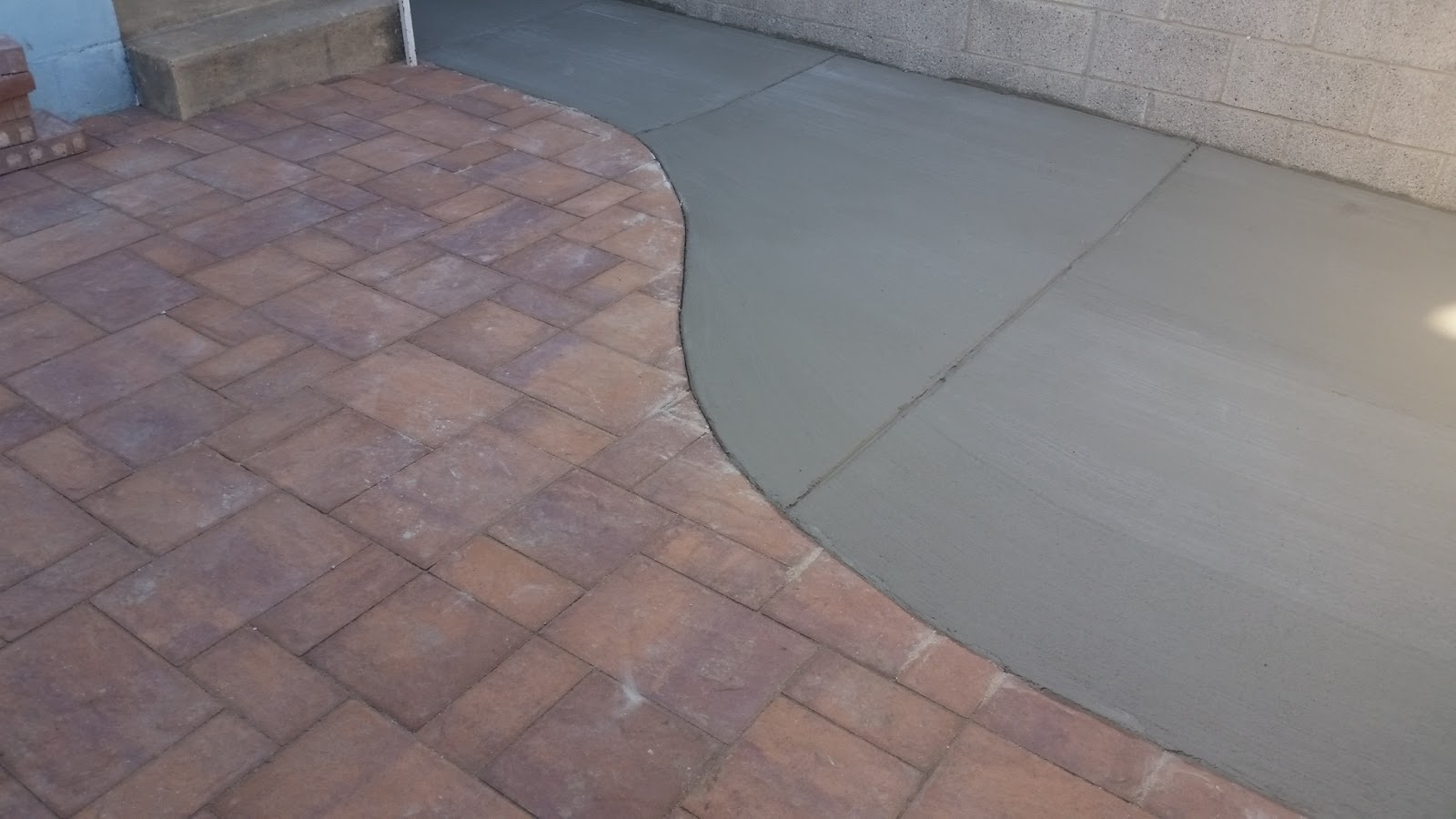Merveilleux Concrete And Paver Patio Combination. The Pavers Are Cambridge Ledgestone  In The Chesnut Bronze Color. This Job Is In Highlandtown, Balto City.