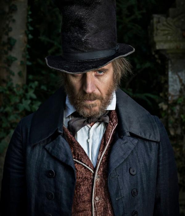 Sr. Hopkins (Rhys Hans) é o diretor do colégio Durmham. Um homem misterioso, quem não se conhece o passado, severo, porém em alguns momentos se mostra preocupado com o bem estar dos alunos.