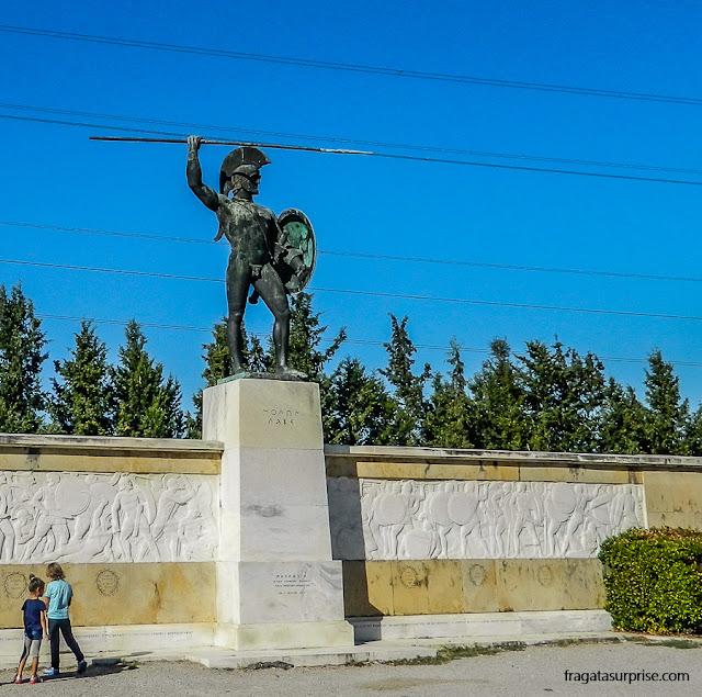 Grécia: monumento a Leônidas de Esparta no desfiladeiro das Termópilas