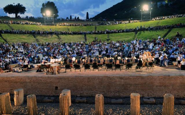 1500 Ιταλοί μαθητές Λυκείου από το Φεστιβάλ Φιλοσοφίας της Magna Grecia επισκέπτονται την Επίδαυρο