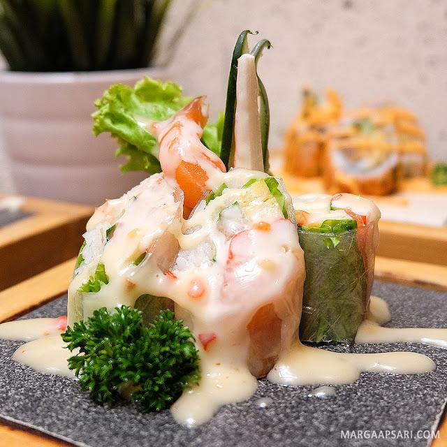 Salmon Spring Roll Sekai Restaurant