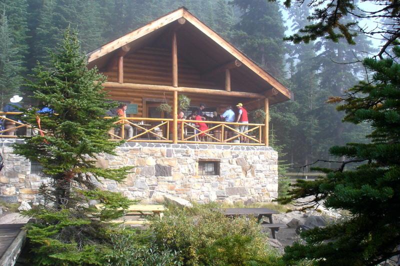 lake agnes tea house open - 800×532