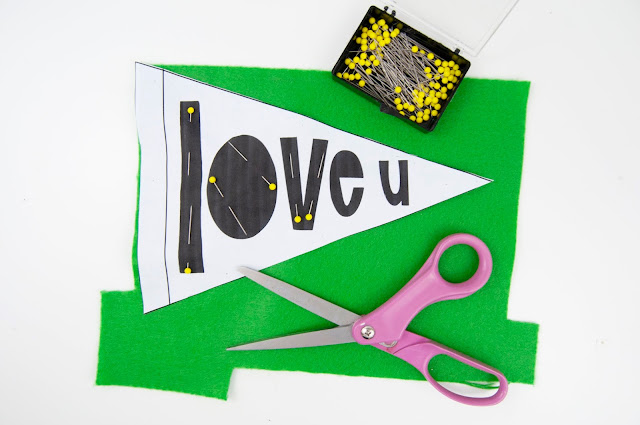 Mother's Day Gift Idea: No-Sew Felt Pennants from www.jengallacher.com #jengallacher #feltpennant #pennant #banner #mothersday