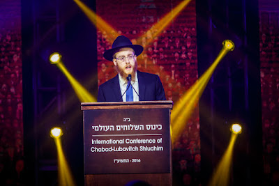 Rabino Mendel Alperowitz, en la foto que habla en la Conferencia Internacional de Jabad Lubavitch Emisarios en Nueva York 27 de noviembre, será el primer rabino a tiempo completo de la comunidad judía de Dakota del Sur en décadas.