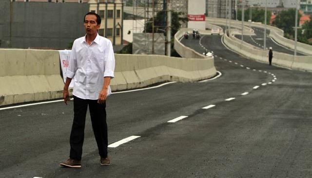 Jokowi soal PSBB: Jalanan Sepi, tapi di Kampungnya Masih Berkerumun Ramai