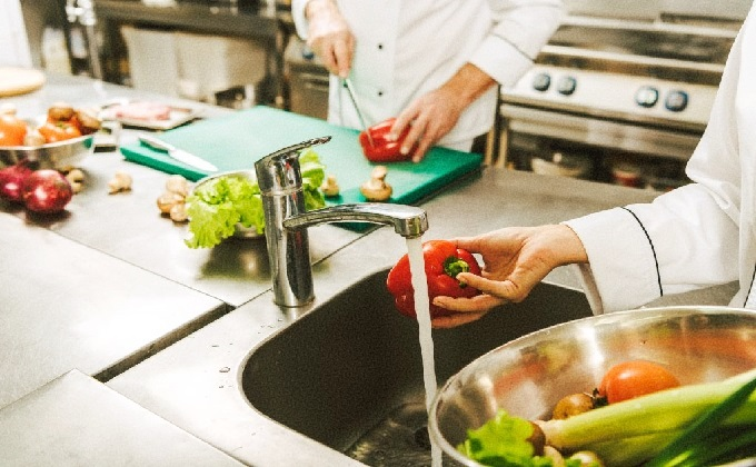 7 Food Safety Tips for Your Commercial Kitchen
