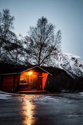 بيت وثلج شكل البيوت وسط الجليد