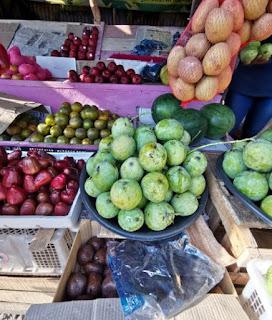 Indonesia tiene un montón de fruta distinta.