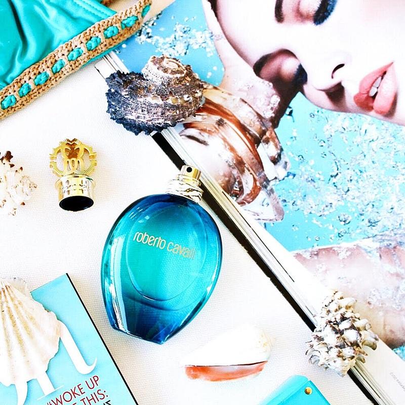 Roberto Cavalli Acqua toaletna vodica za zene: cvetne, osvezavajuce i muskatne note parfema za leto
