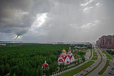 A large waterspout in the city of Surgut