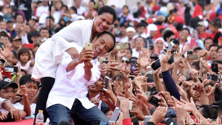 Jokowi Pencitraan?