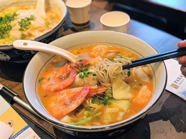 Prawn Noodles in Singapore - Rich Broth, Succulent Prawns!