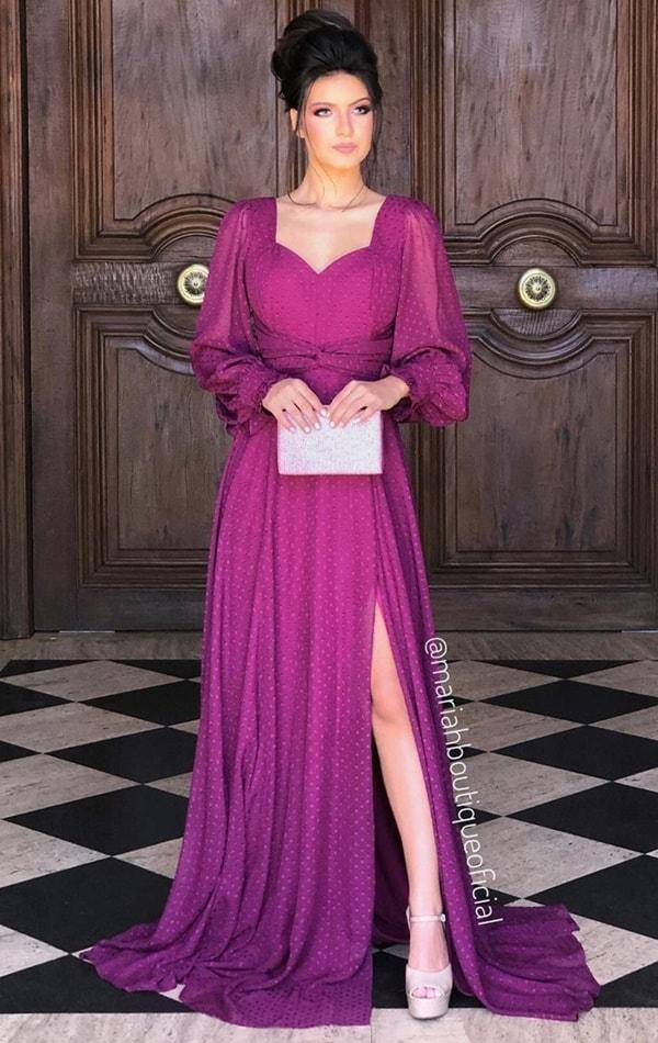 vestido longo fúcsia violeta com mangas longas em tule de poás