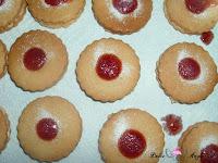 Espolvoreando la gelatina con azúcar