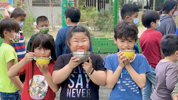 達欣號開進二林廣興國小校園 辦樹下野餐派對