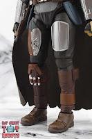 S.H. Figuarts The Mandalorian (Beskar Armor) 08