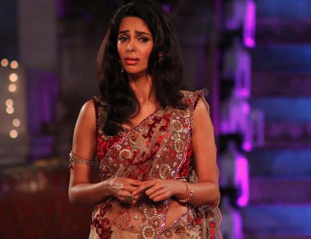 नकाबपोशों अभिनेत्री मल्लिका सहरावत को लूटा