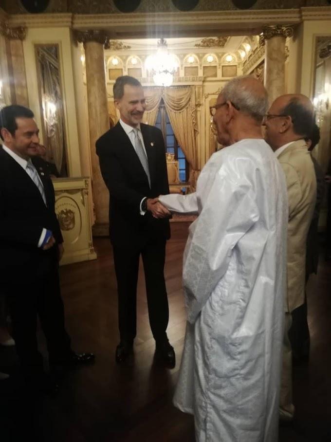Felipe VI, en su primer viaje como rey a Panamá, se encuentra con el presidente saharaui Brahim Gali