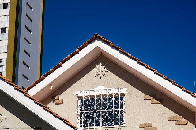 Casa na Rua Conselheiro Aráujo - detalhes - ornamento de ferro e grade na janela