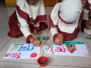 Menggambar dengan cat air sebagai teknik menggambar untuk anak usia dini