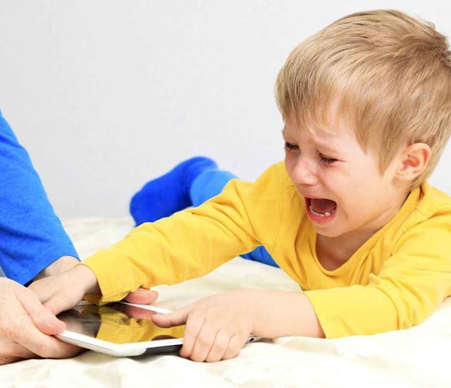 Adicção aos dispositivos virtuais é fonte continuada de atritos familiares.