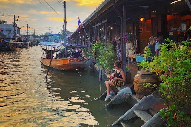 5 Fakta Menarik Tentang Pasar Apung Amphawa Thailand
