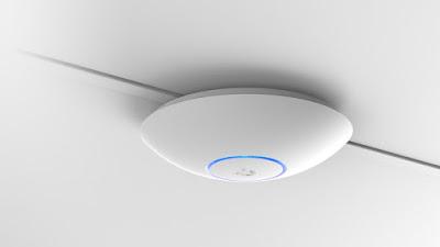 Router ubicado en el techo para mejorar la cobertura