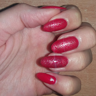 #01 Red nails