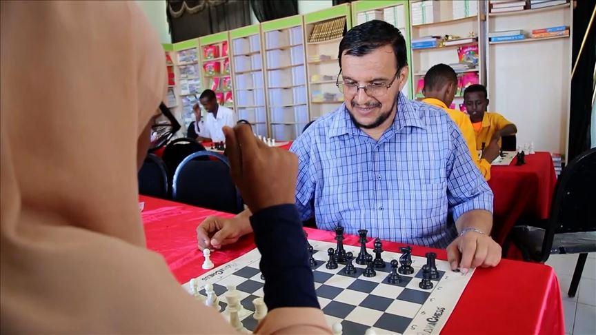 لأول مرة بالصومال : لعبة الشطرنج داخل المدارس ضمن ألعاب رياضية أخرى لتحفيز الطلاب وتنمية ملكات التفكير والتخطيط لديهم