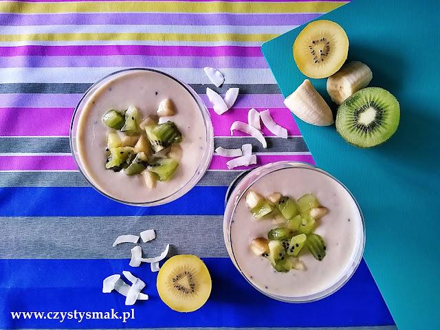 Koktajl o smaku owoców tropikalnych