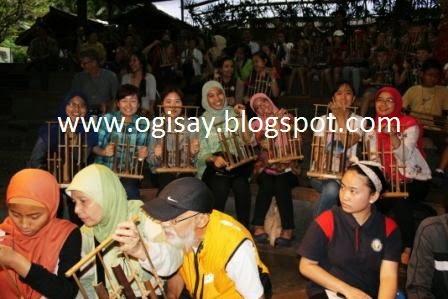 Pertunjukan Angklung di Saung Angklung Udjo