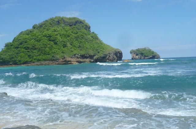 G-Land atau Pelengkung Beach
