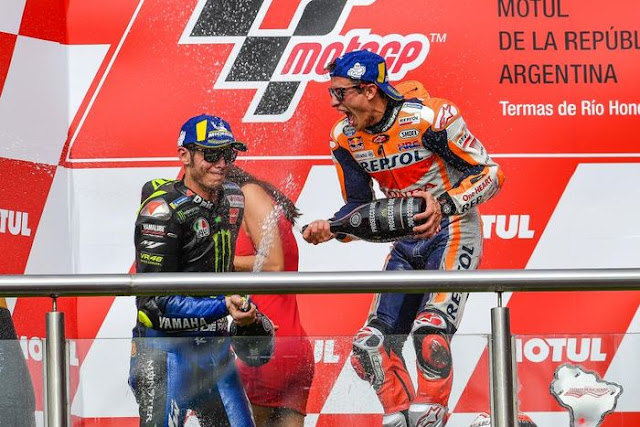 this-motogp-observer-cant-make-choice-between-Rossi-and-Marquez