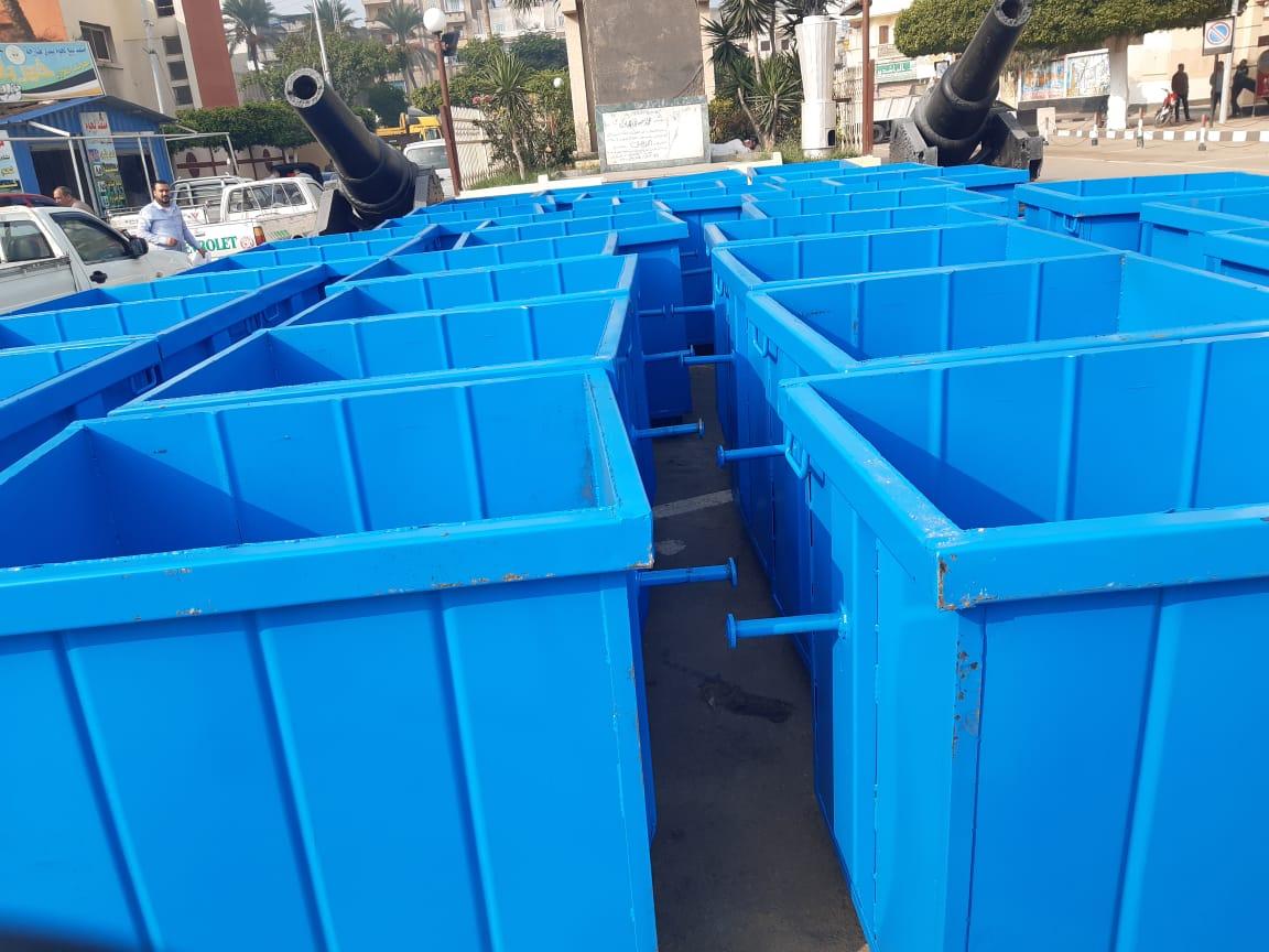 محافظ البحيرة.. يدعم منظومة النظافة برشيد ب٥٠ صندوق جمع قمامة .