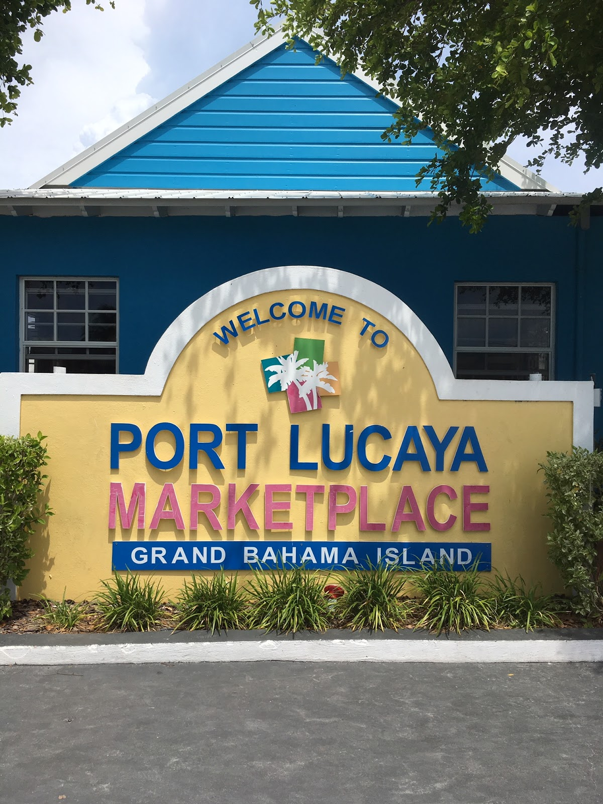 port lucaya marketplace grand bahama