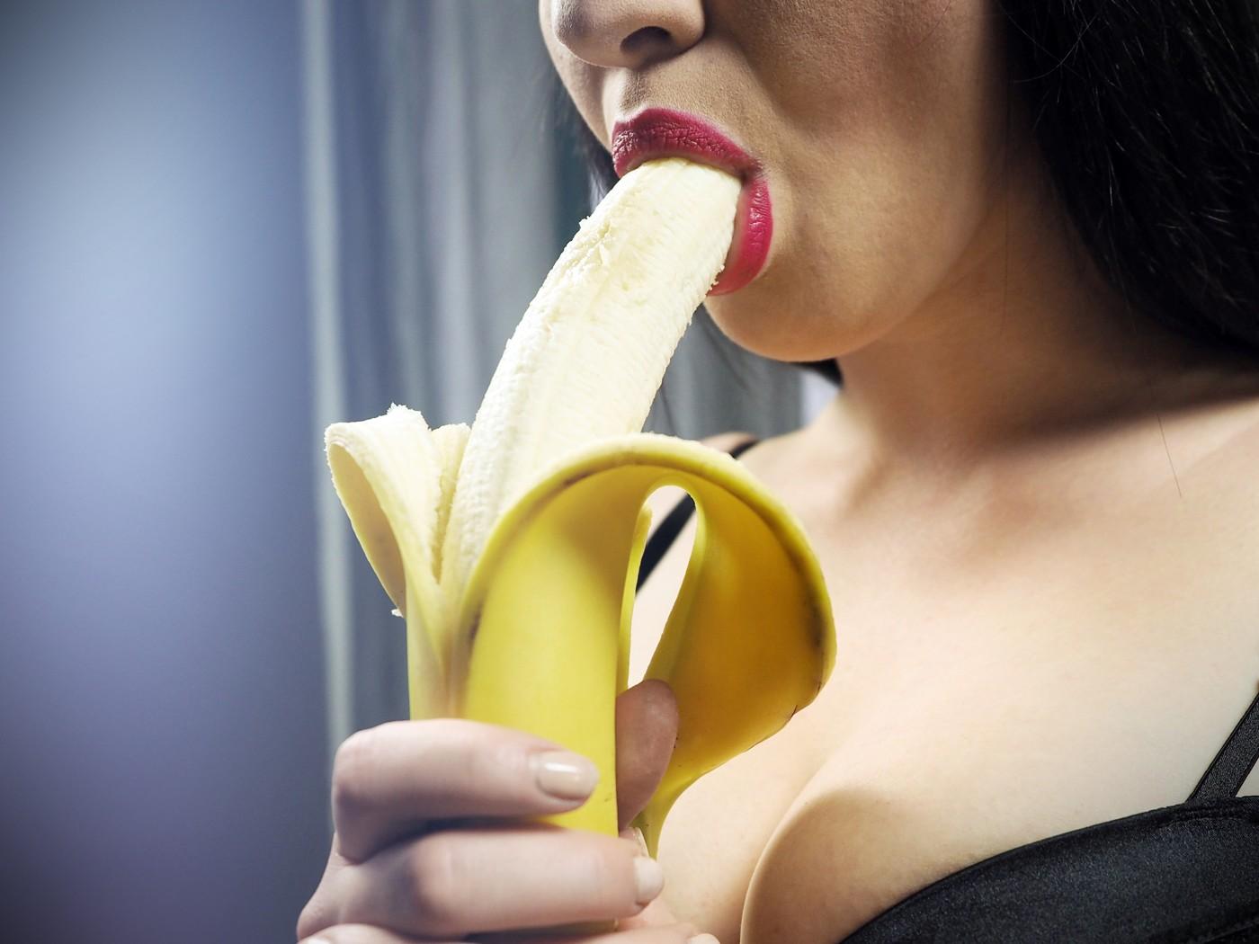 привыкли видеть банан в чулках фото секс ранний, должен