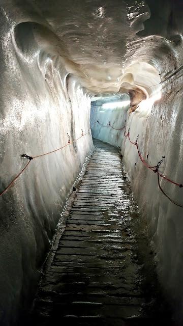 Jaskinia lodowcowa droga pod lodowiec Kaunertal Austria