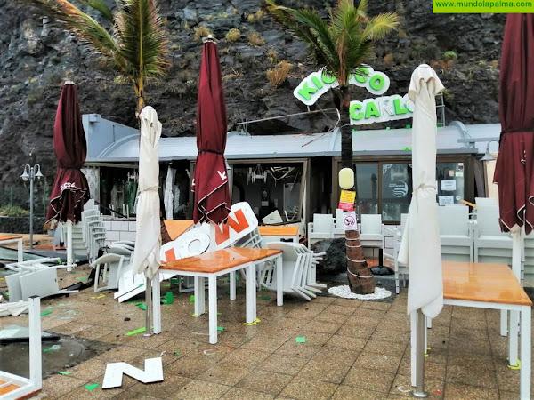 Desprendimientos ayer sobre los kioscos y el paseo del Puerto de Tazacorte